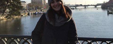 Anna: eine italienische Hebamme die in der Schweiz lebt.
