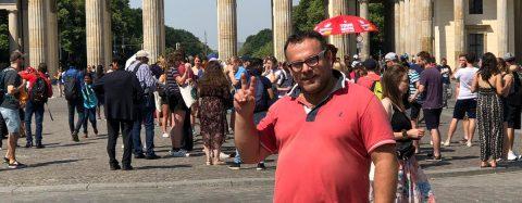 Impara il tedesco a 50 anni e adesso fa l'infermiere a Berlino